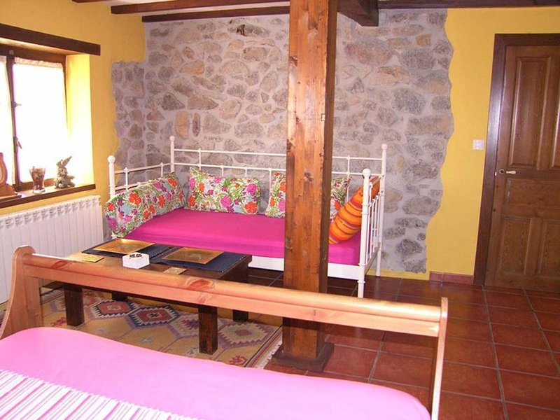 Nice apt with mountain view, holiday rental in Robellada