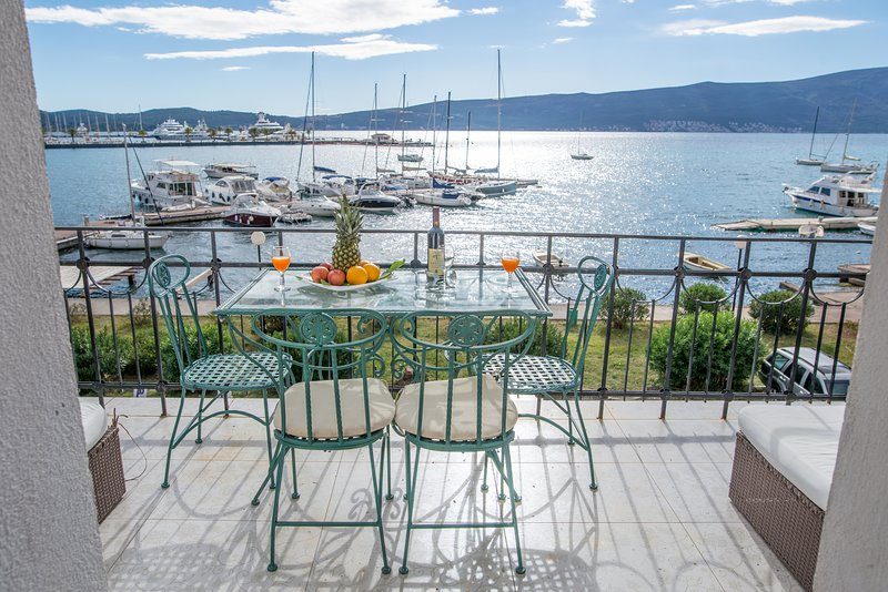 Bayside residence over-looking Porto Montengro/sun-soaked balcony/ beach 2 mins, vacation rental in Tivat Municipality