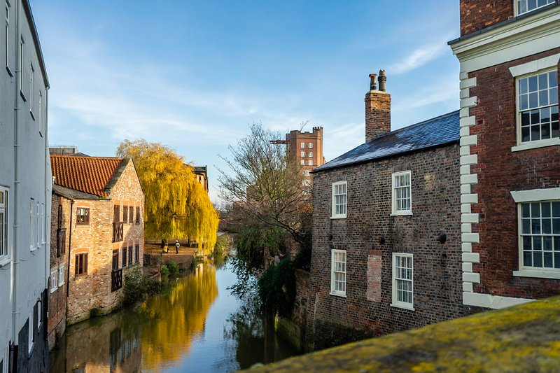 Walmgate Cottage - Riverside Setting & Parking!, holiday rental in York
