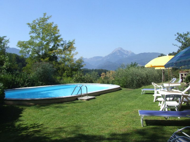 Santa Maria, 4 bedrooms, 3 bathrooms, close to Barga! Private pool. WIFI ., holiday rental in Tiglio Basso