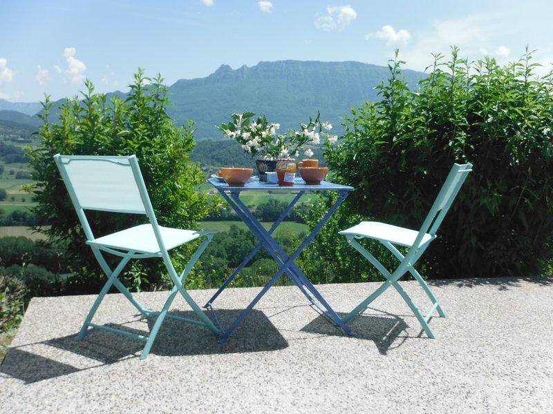 Une terre au grand air : Gite Encheminant, vue panoramique à 180° sur la Savoie, holiday rental in Les Avenieres