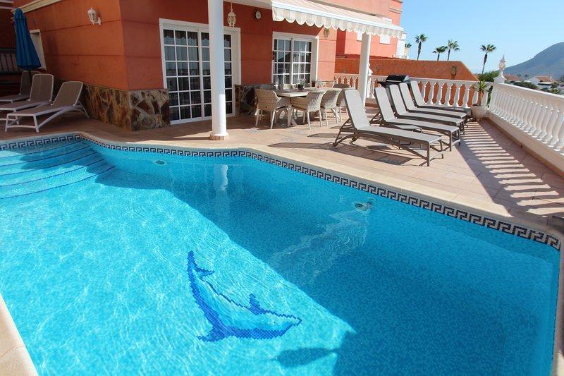 Terrasse avec vue sur l'Atlantique, piscine chauffée (7,2 x 3,4 m) et chaises longues