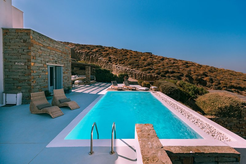 Fantastic stone villa with a swimming pool and amazing sea view., holiday rental in Otzias