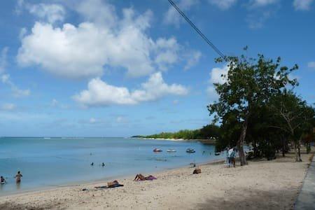 Sunbeachparadise, location de vacances à Port-Louis