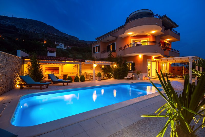 Villa ANITA with private pool, gym, 6 bedrooms, panoramic views, 5km to sea, holiday rental in Kucine