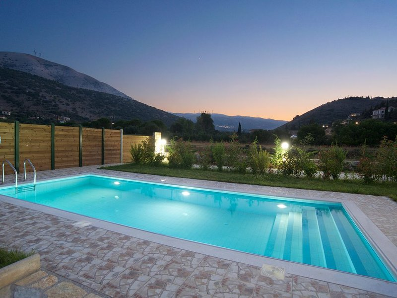 Villa Regina in Agia Efimia with Private Pool, BBQ, No car rental necessary, aluguéis de temporada em Agia Efimia