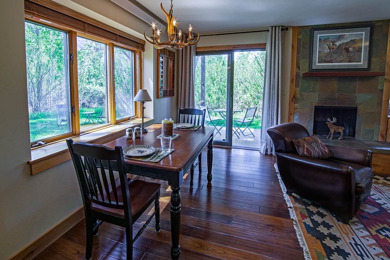 Raspberry Moose: Fresh and clean One (KING) Bedroom in Aspens Berry Patch, vacation rental in Wilson