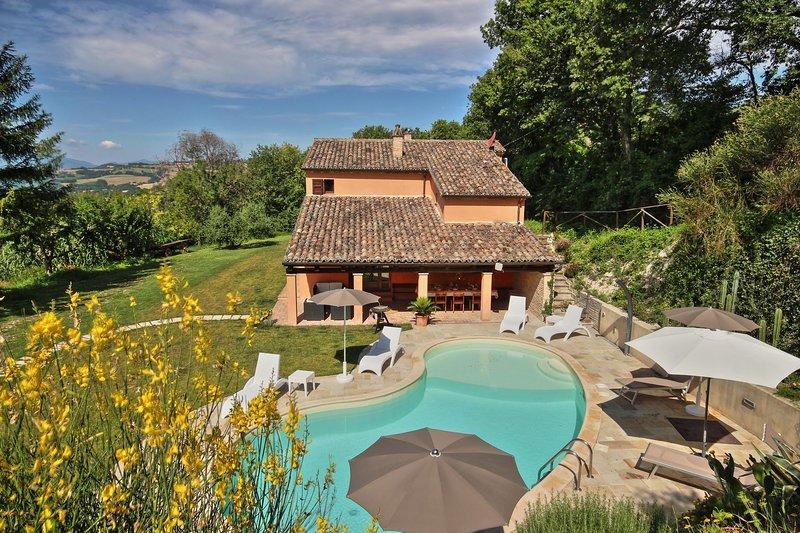 VILLA LINDA - VILLA LINDA 14, holiday rental in Montefortino