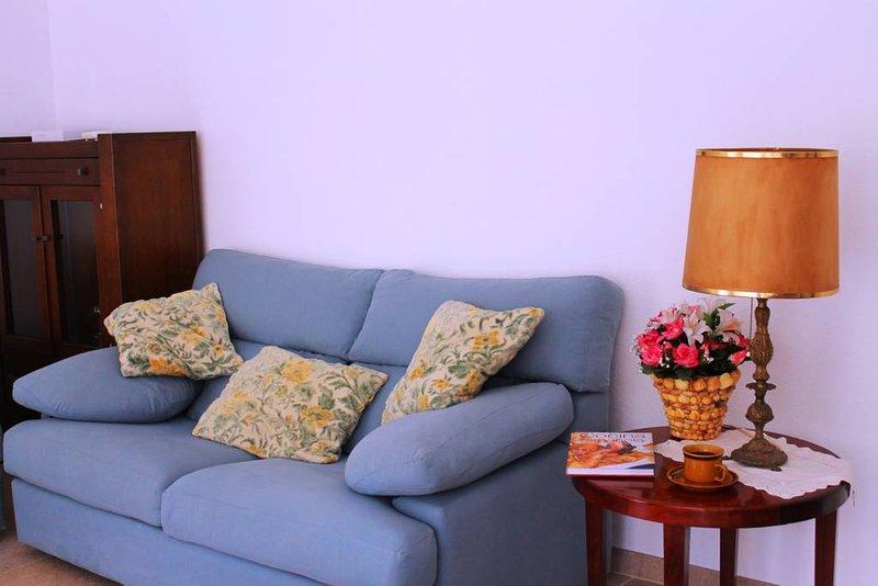 3 bedroom flat with WiFi near beach and castle, location de vacances à Senija