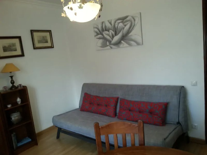 Apis Red Apartment, Rio de Mouro, Sintra, holiday rental in Mem Martins