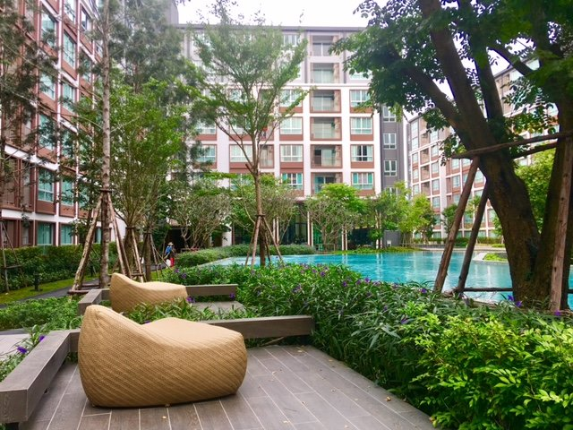 1 bedroom with awesome pool, wifi – semesterbostad i Ban Tha Kradat