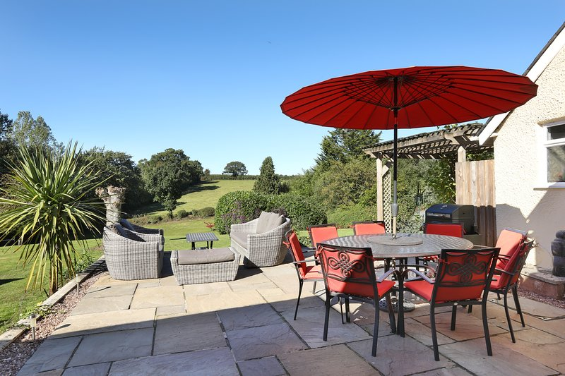 Redyeates (for Larger Groups), holiday rental in Sandford