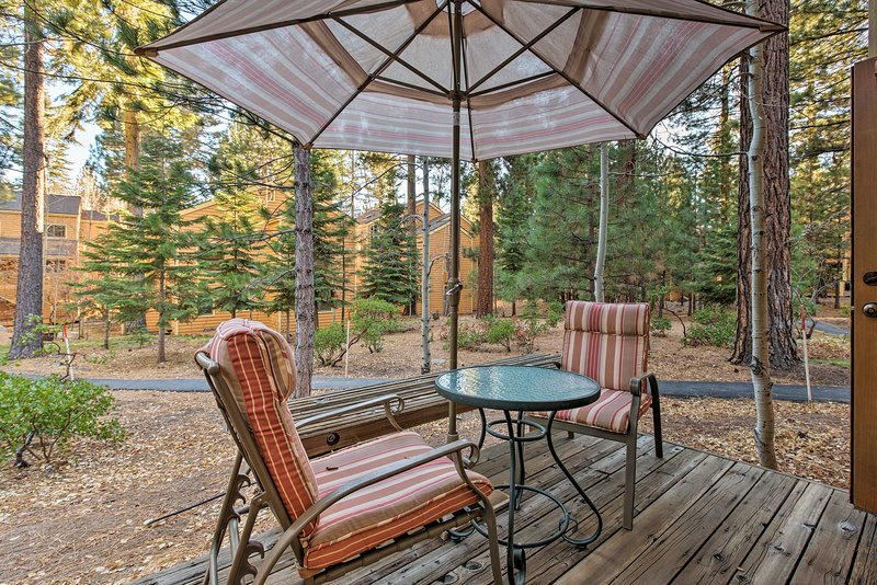 Corner-Unit Condo Steps to Incline Village Beach!, vacation rental in New Washoe City