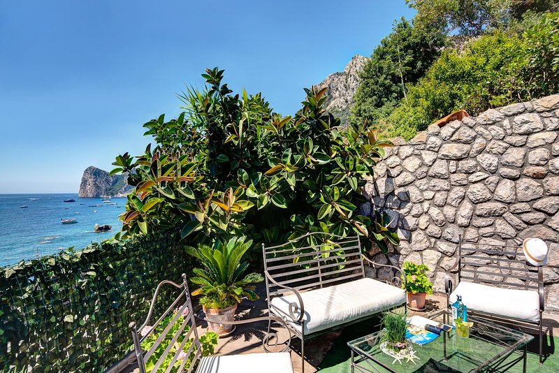 Ginestra Bianca - The perfect beachfront lodge, holiday rental in Sirenuse