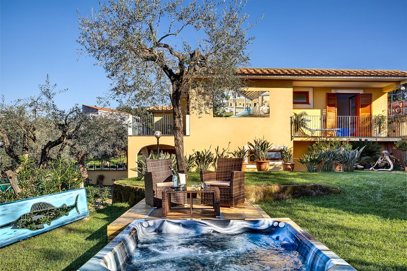 Villa Aurelia  – The Spacious Hillside Retreat, holiday rental in Schiazzano