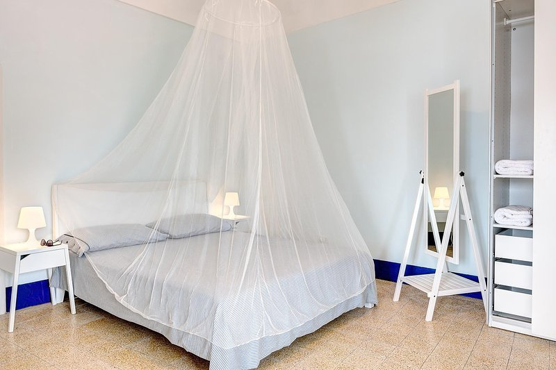 The  Fisherman's Suite – Steps from the beach, holiday rental in Sirenuse
