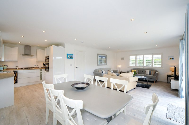 Happy Days, Bracklesham, holiday rental in Bracklesham Bay