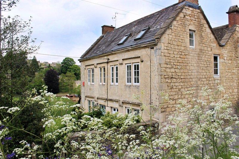 walkley wood cottage nailsworth cotswolds sleeps 3 1. Black Bedroom Furniture Sets. Home Design Ideas