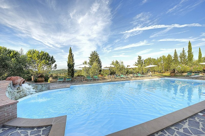 Monte Lopio Villa Sleeps 7 with Pool and WiFi - 5228875, Ferienwohnung in Montelopio