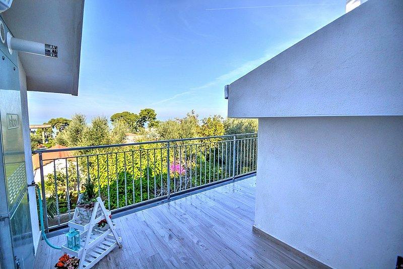 Marina di Puolo Villa Sleeps 4 with Air Con and WiFi - 5715877, vacation rental in Marina di Puolo