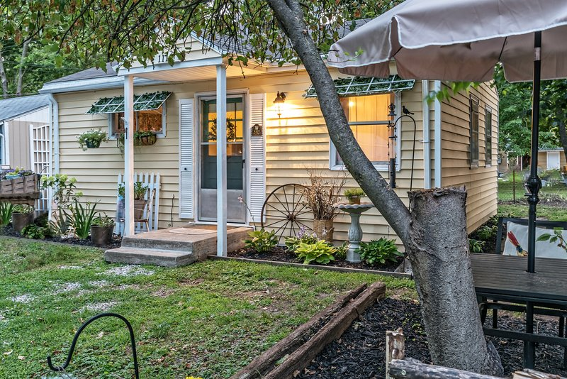 Little Wren Cottage- Make this cozy nest your own, holiday rental in Liberty