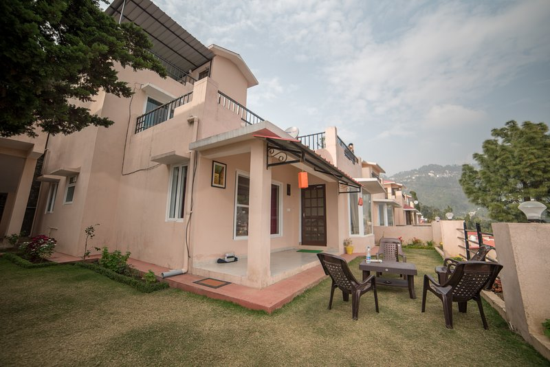 Premium 2 Bed Room fully Furnished private Cottages on Hilltop, alquiler vacacional en Naukuchiatal