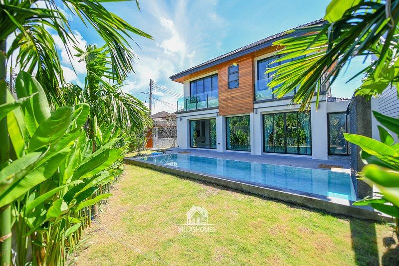 New 3 bdr <Lucky Villa> loft style, alquiler vacacional en Chalong
