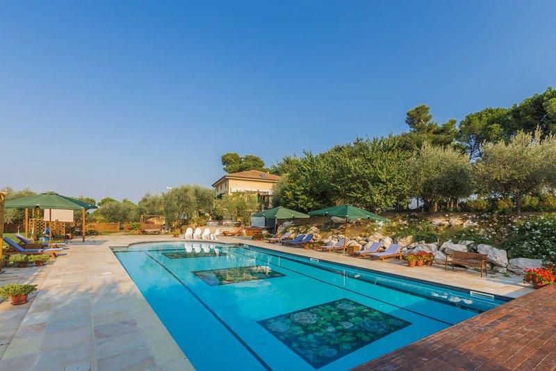 VILLA SANDRA, holiday rental in Monte Porzio