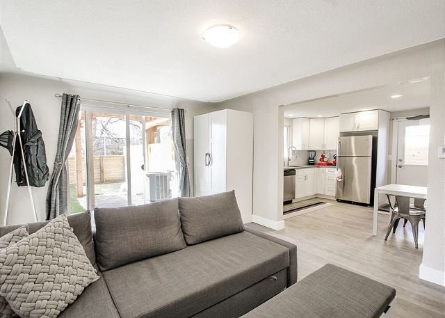 1BR Townhome in Highlands Triplex-Fab Kitchen-Walk to LoHI-Nice Backyard, holiday rental in Edgewater