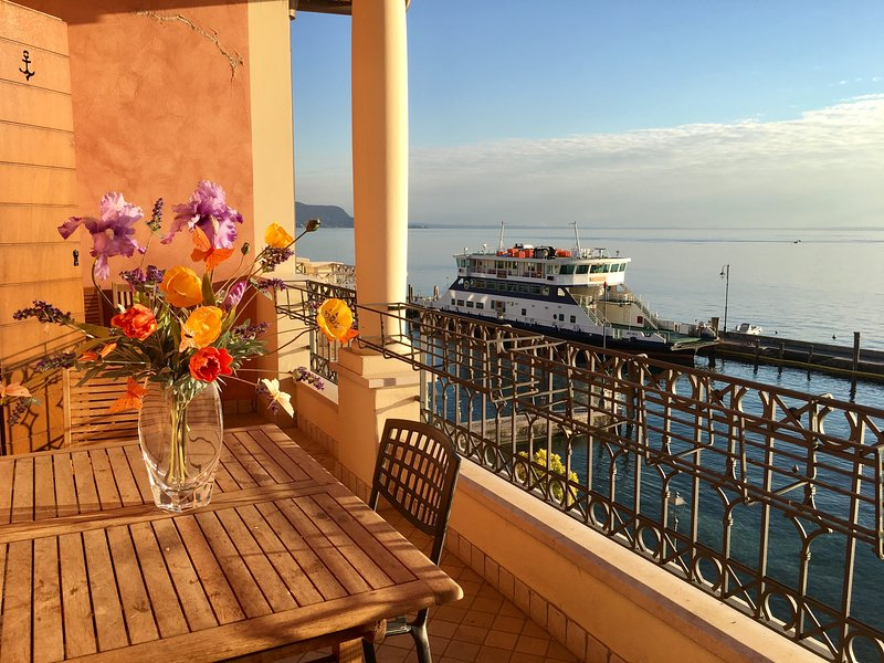 Degas, appartamento di lusso con piscina e strepitosa vista lago, casa vacanza a Maderno