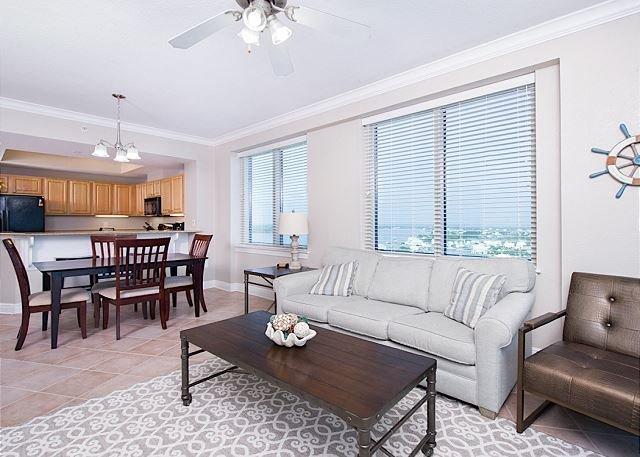 15th-Floor Crystal Tower Condo w/ 2 Balconies & Epic Views!, casa vacanza a Costa del Golfo