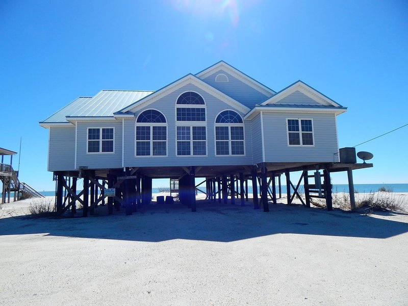 001 Melray Haven - 4 Bedroom, 4 Bath Gulf Front, holiday rental in Dauphin Island