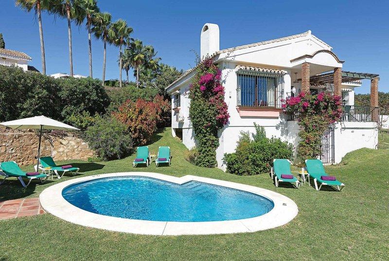 Attractive villa with great views, gardens & pool, vacation rental in Artola