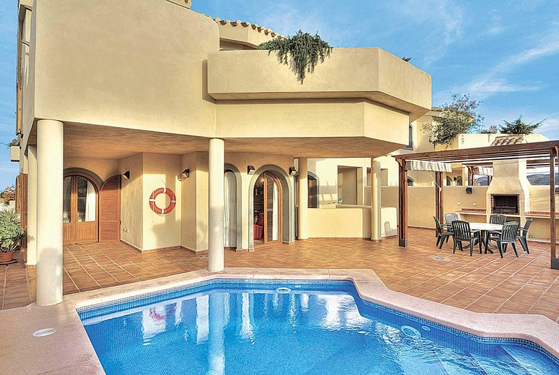 Spacious, high spec 3 bed apartment with views, holiday rental in Llano del Beal