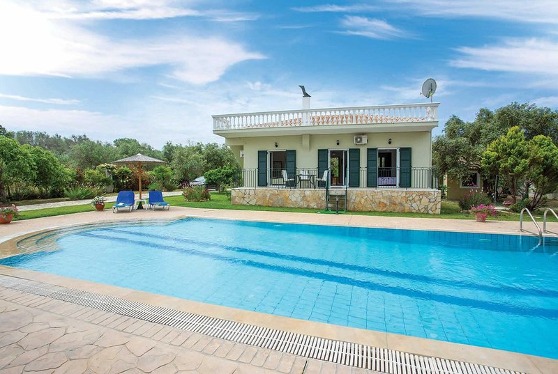 2 Bed villa in countryside surroundings, holiday rental in Halikounas