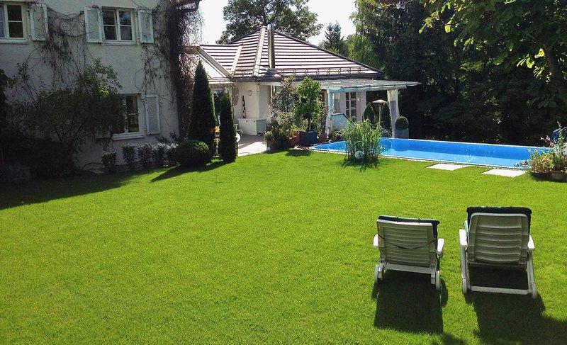CityHome STARNBERG. Sehr ruhige, sonnige FeWo mit Pool. 30 Minuten ins Zentrum., holiday rental in Feldafing