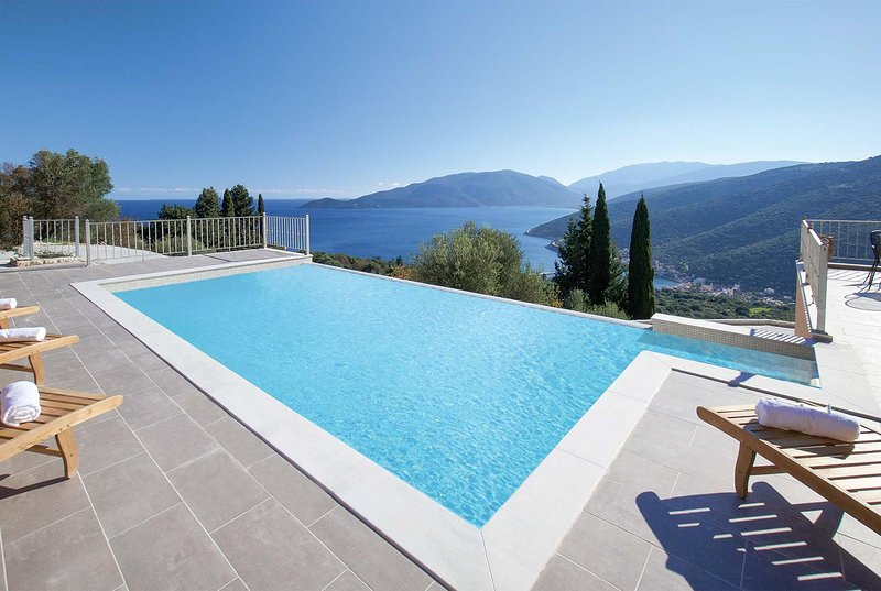 3 bed with great sea views and of the valley below, vacation rental in Divarata