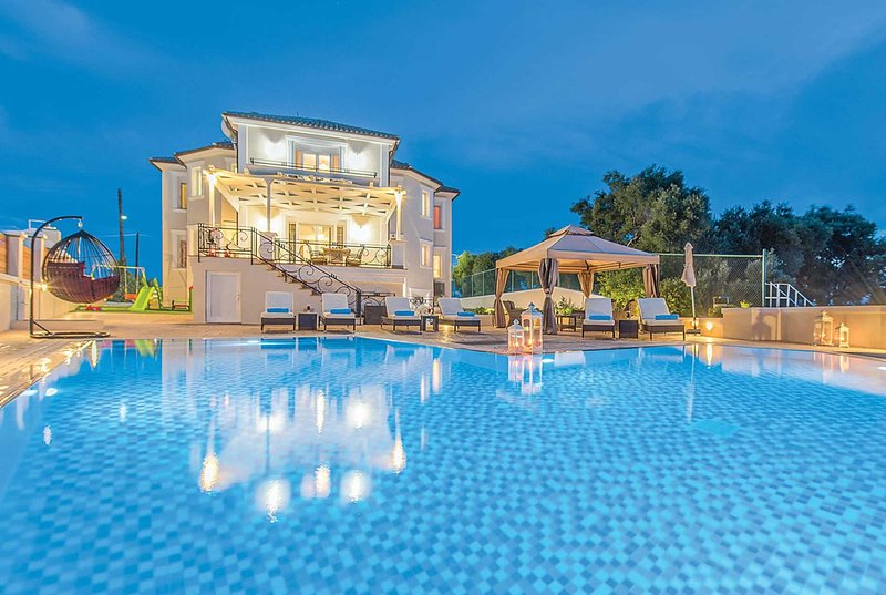Luxury villa, panoramic veiws, private pool, holiday rental in Akrotiri