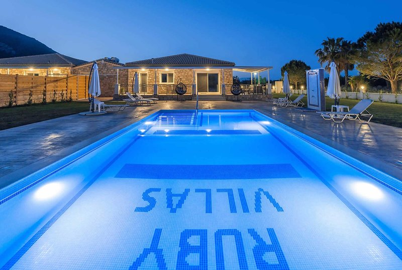 Perfect for couples, short walk to beach and bars, vacation rental in Katastari