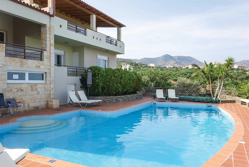 Open plan villa with harbour views, vacation rental in Katsikia