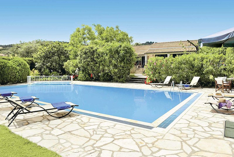 3 Bed countryside Villa, short drive to amenities, holiday rental in Avlaki