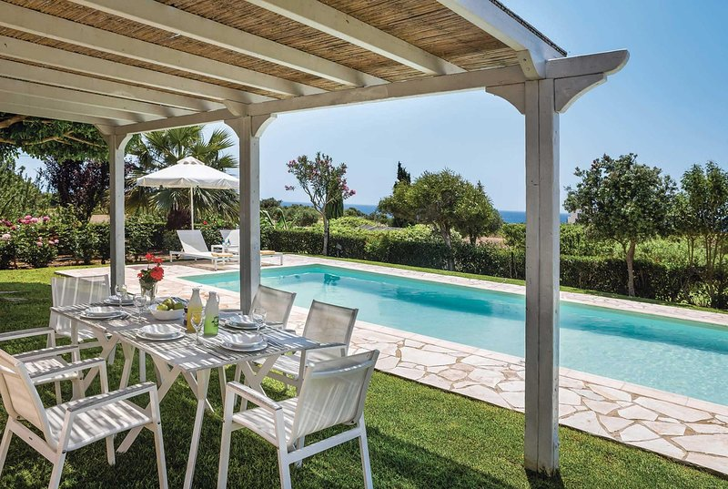 Local tavernas & sandy beach nearby, location de vacances à Agia Pelagia
