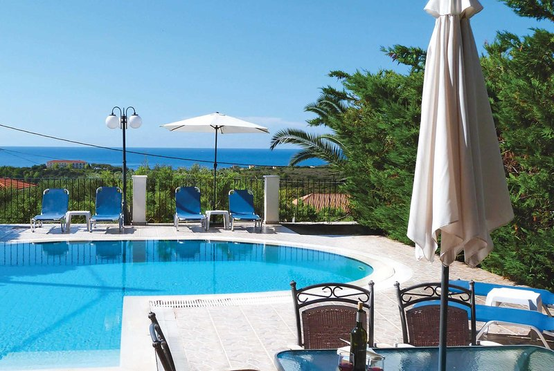 Short drive to beach, 10 min walk to few amenties, vacation rental in Mousata