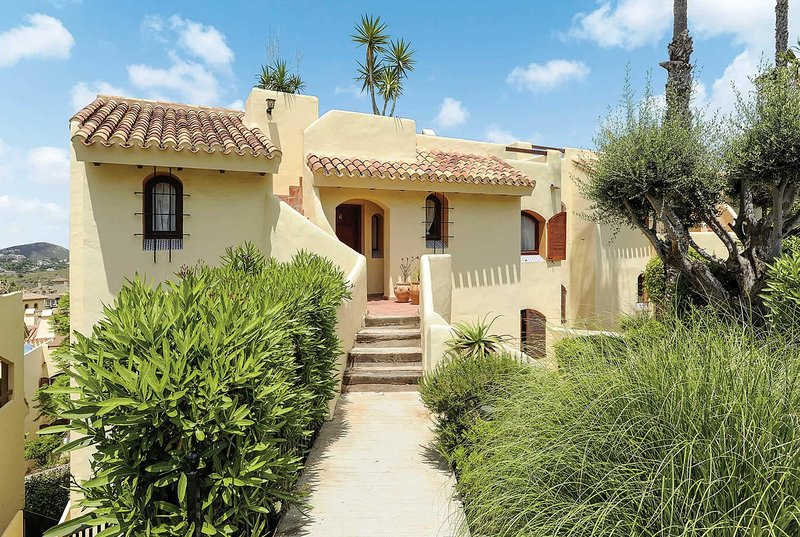 Spanish style 3 bed apartment with outdoor dining, vacation rental in Portman