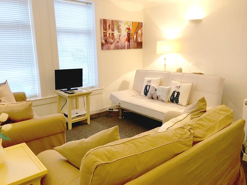 Albert Road Apartment, holiday rental in Rosneath