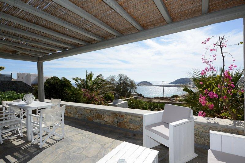 Luxury apartment Tsagari, private lounge area/sea view, vacation rental in Kalafatis
