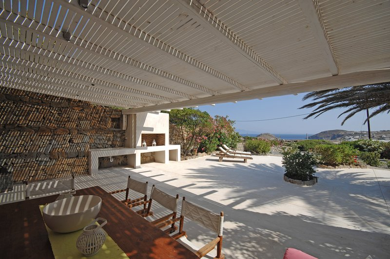 Luxury apartment Loulos, private lounge area/sea view, holiday rental in Kalafatis