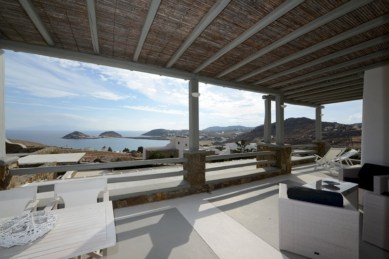 Luxury apartment Harmony, private lounge area/sea view, vacation rental in Kalafatis