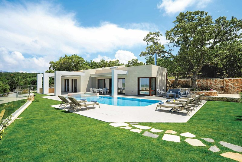 Lux Single-storey villa w/hot tub pool/kids pool, holiday rental in Gonia