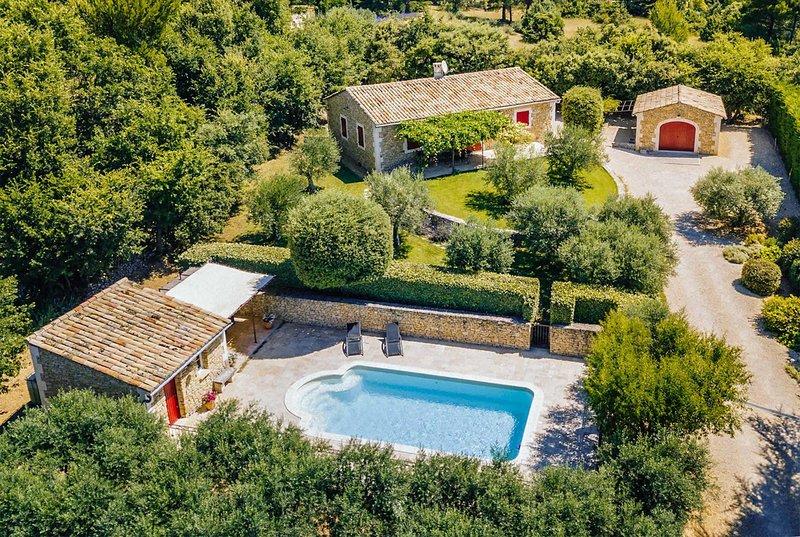 3 bedroom Provençal style villa, holiday rental in Lioux